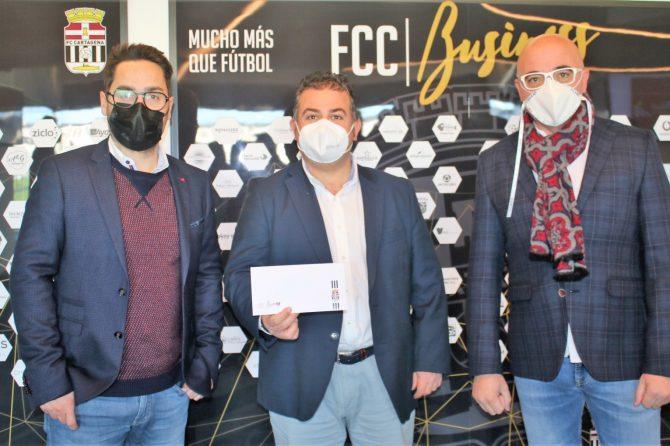 Entrega de la tarjeta de asociado del FCC BUSINESS del FC Cartagena